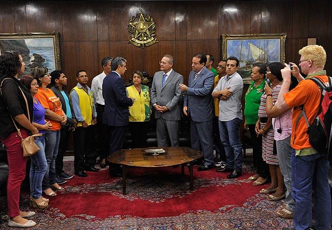 Agentes de saúde pedem apoio a Renan para votar piso nacional da categoria. Foto: Jane de Araújo