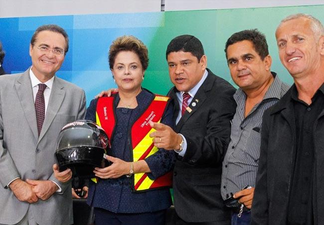 Renan comemora sanção de lei que garante adicional a motoboys e mototaxistas. Foto: Rocardo Stuckert