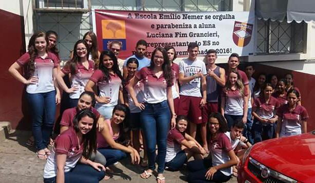 Luciana (ES) recebe homenagem da sua escola