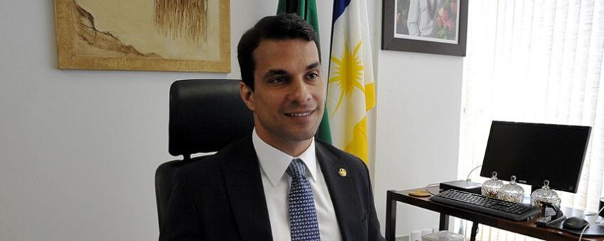 """Senador Irajá, presidente do conselho do Jovem Senador: """"temos a chance de conhecer bons talentos e também contribuir para a decisão daqueles que possuem vontade de seguir na política""""."""