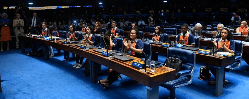Jovens senadores tomam posse no Plenário do Senado