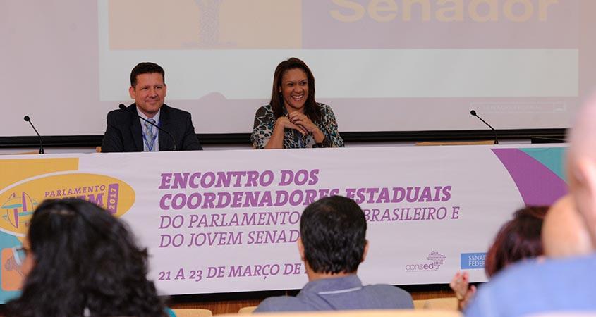 Aguirre Estorilio, diretor da Sec. de RP do Senado, e Edna Carvalho, coordenadora-geral da Secom