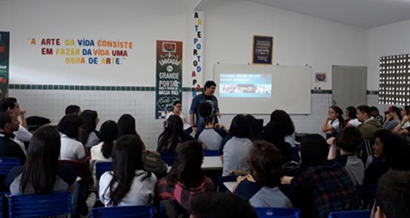 Pedro divulga o Jovem Senador 2018 na Escola Cidadã Integral Félix Araújo, em Campina Grande-PB