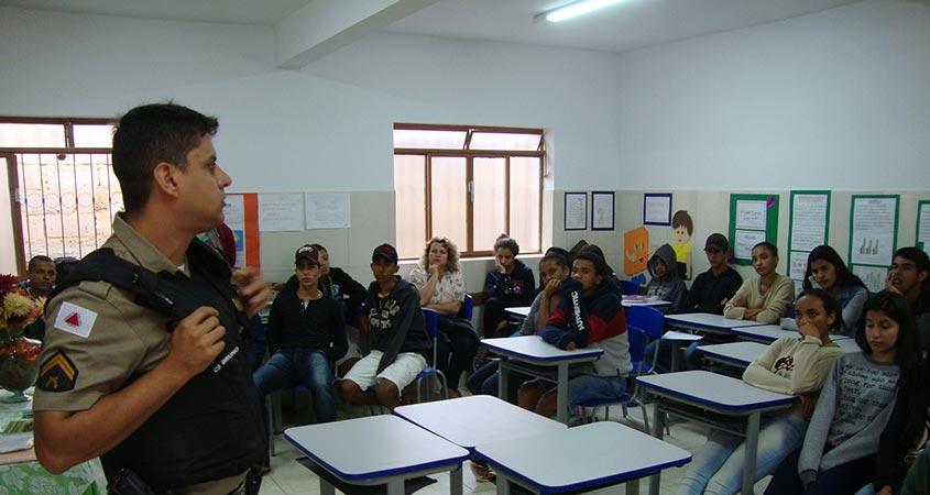 Alunos da Escola Estadual São Pedro do Glória participam de Palestra sobre os 30 anos da Constituição Cidadã