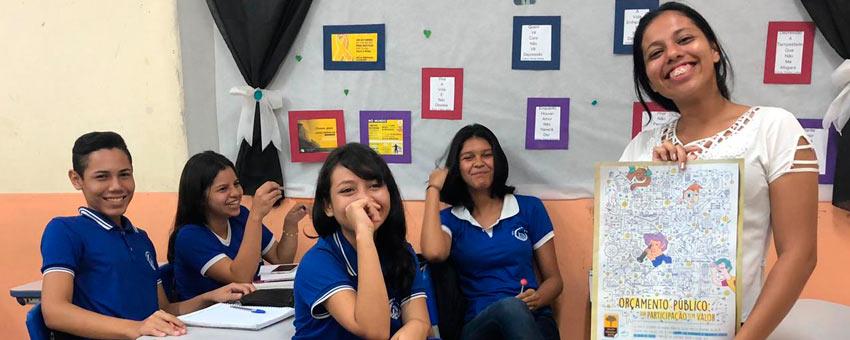 Ingrid Pastana, jovem senadora de 2016, divulga o programa em escolas do Amapá