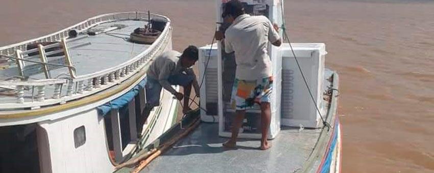Secretaria de Educação usou barco para levar o Jovem Senador a Bailique, no Amapá