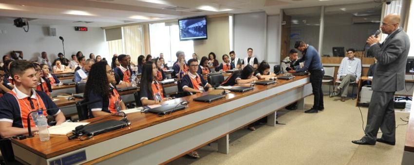 Jovens senadores elegem presidentes e vices de três comissões temáticas