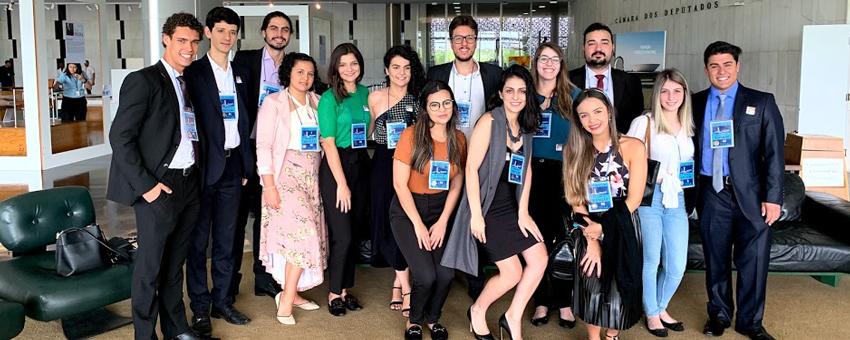 Felipe Eduardo Klowaski, primeiro da esquerda para a direita, foi jovem senador por Santa Catarina, em 2016