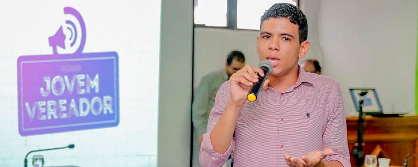 Ex-jovem senador desenvolve ações de cidadania para a juventude no interior da Bahia