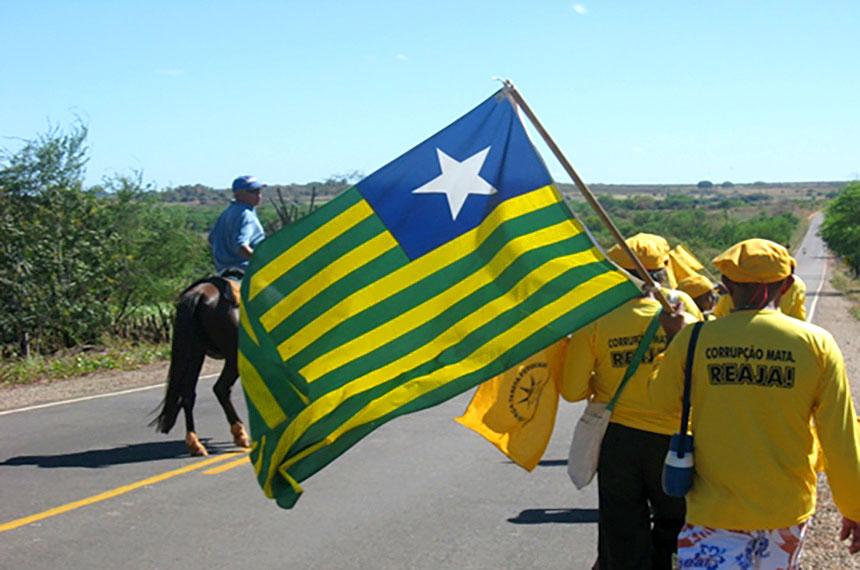Marcha da Força-Tarefa Popular atravessa estradas do Piauí