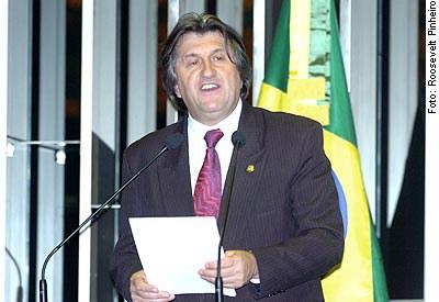 [Foto: Senador Leonel Pavan (PSDB-SC), em discurso na tribuna do Senado]