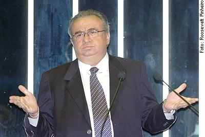 [Foto: Senador Heráclito Fortes (PFL-PI) em discurso na tribuna do Senado]