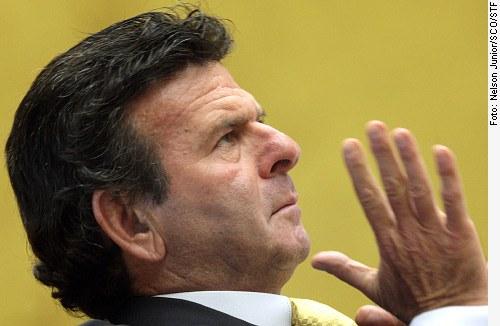 [Ministro do STF Luiz Fux deu o voto decisivo para a validade da Ficha Limpa só para as próximas eleições.]