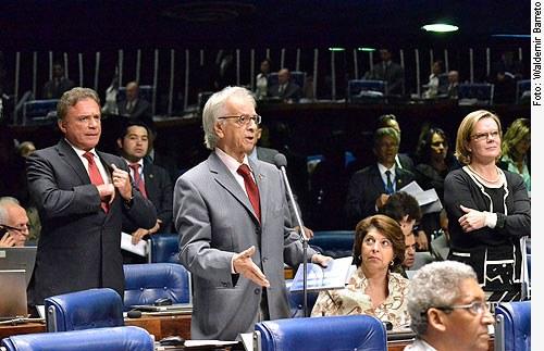 [O senador Itamar Franco apresenta questão de ordem]