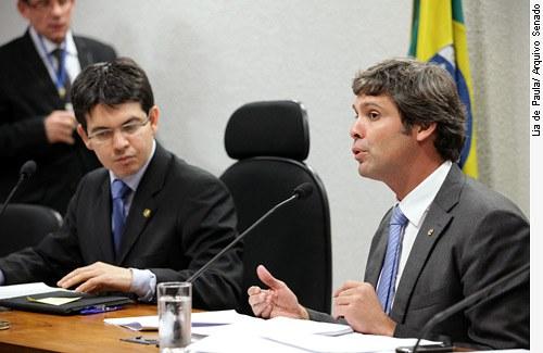 [foto: E/D senador Randolfe Rodrigues (PSol-AP) e senador Lindbergh Farias (PT-RJ)]