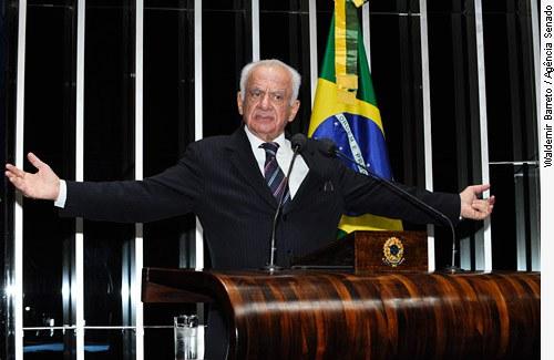[Foto: senador Pedro Simon (PMDB-RS)]