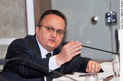 [senador Pedro Taques ]
