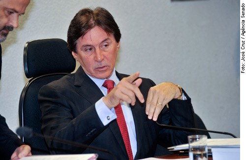 [Foto: senador Eunício Oliveira (PMDB-CE)]