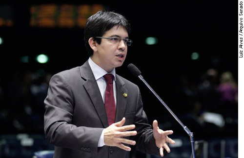 [senador Randolfe Rodrigues (PSOL-AP)]