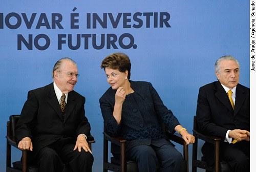 [O presidente do Senado, José Sarney (E), com a presidente da República, Dilma Rousseff, e o vice-presidente da República, Michel Temer. ]