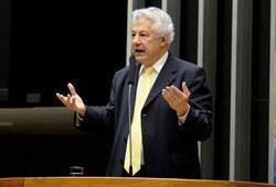 [Relator do Orçamento, deputado Arlindo Chinaglia, defende seu relatório do Orçamento de 2012 perante o Congresso. - Foto: Ana Volpe / Agência Senado]