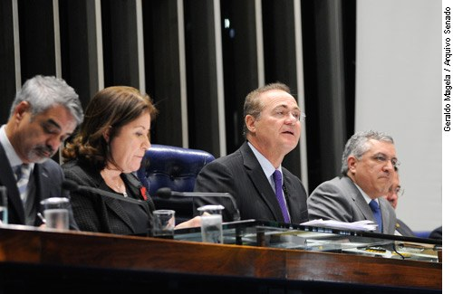O presidente do Senado, Renan Calheiros, fala sobre o SUS durante sessão