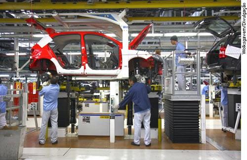 Fábrica da Volks em Taubaté (SP): senadores pregam compensação a empresas para reduzir jornada