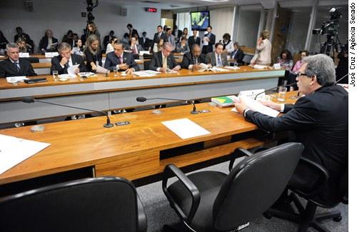O senador Waldemir Moka, presidente da CAS, conduziu a reunião da comissão nesta quarta
