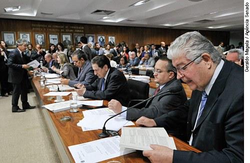 Senador Roberto Requião: empresa não é eleitor, mas coloniza poder político