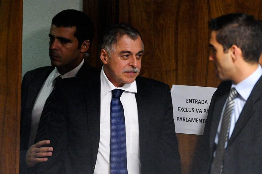 Paulo Roberto Costa chega à sala da CPI Mista da Petrobras para seu depoimento