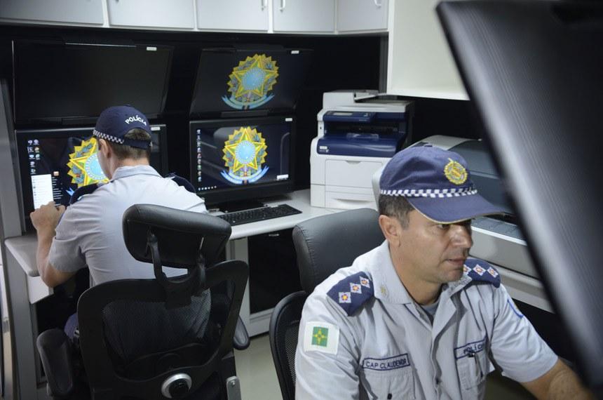 Central de monitoramento montada pela Polícia Militar do Distrito Federal durante a Copa