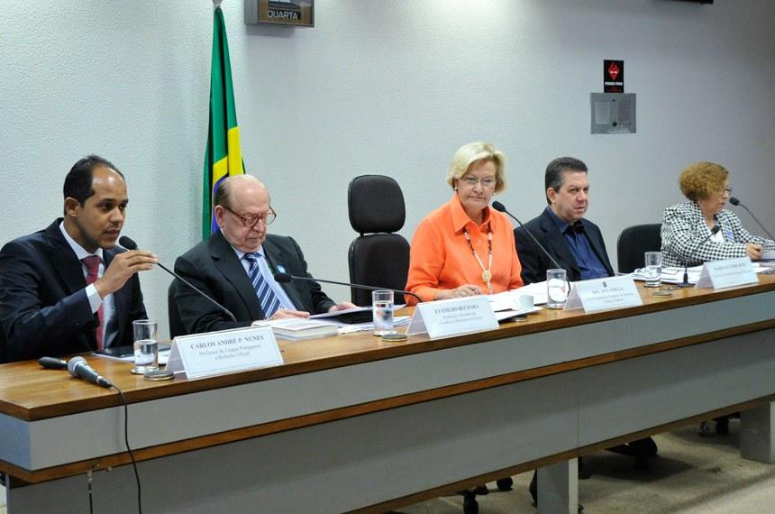 A partir da esquerda, Carlos André, Bechara, Ana Amélia, Pasquale e Stella Maris