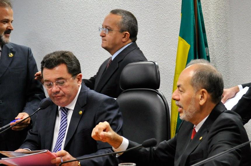 A partir da esquerda, o presidente da CCJ, Vital do Rêgo, Taques e Inácio Arruda