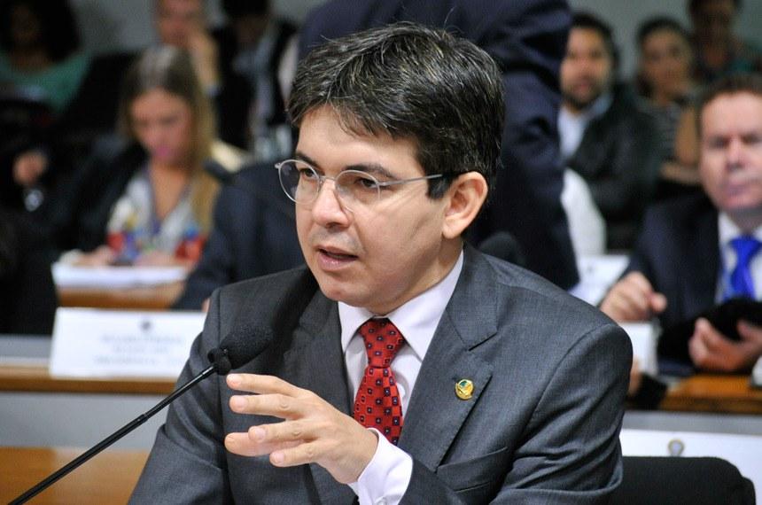 Randolfe Rodrigues, relator, é favorável ao projeto