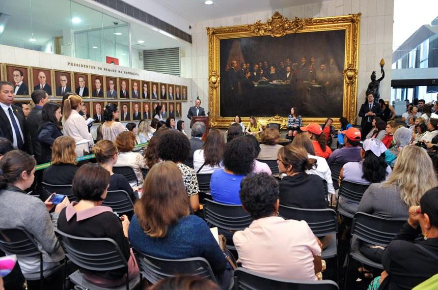 O presidente do Senado, Renan Calheiros, lamentou o número de casos de violência contra a mulher no país
