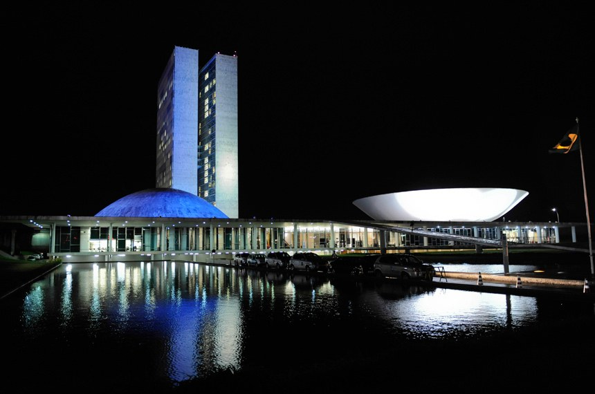 Para auxiliar na conscientização sobre o autismo, anualmente o Palácio do Congresso Nacional ganha iluminação azul