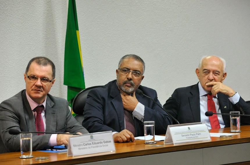 Os ministros Carlos Gabas e Manoel Dias já estiveram no Senado em audiência pública na Comissão de Direitos Humanos e Legislação Participativa (CDH) discutindo as MPs do ajuste fiscal