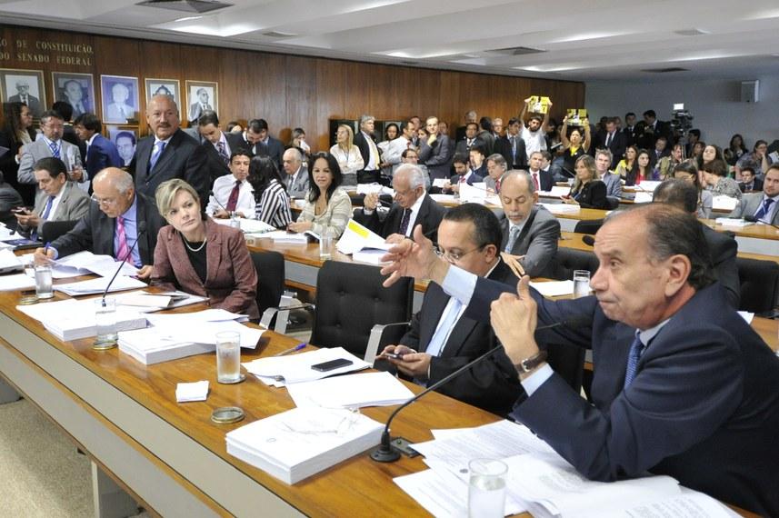 Sala da CCJ do Senado em 19 de fevereiro de 2014, quando foi rejeitada a PEC 33/2012