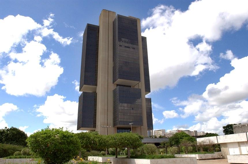 A PEC 43/2015, de autoria do senador Romero Jucá, estabelece mandatos fixos e não coincidentes com o do presidente da República para a cúpula do Banco Central