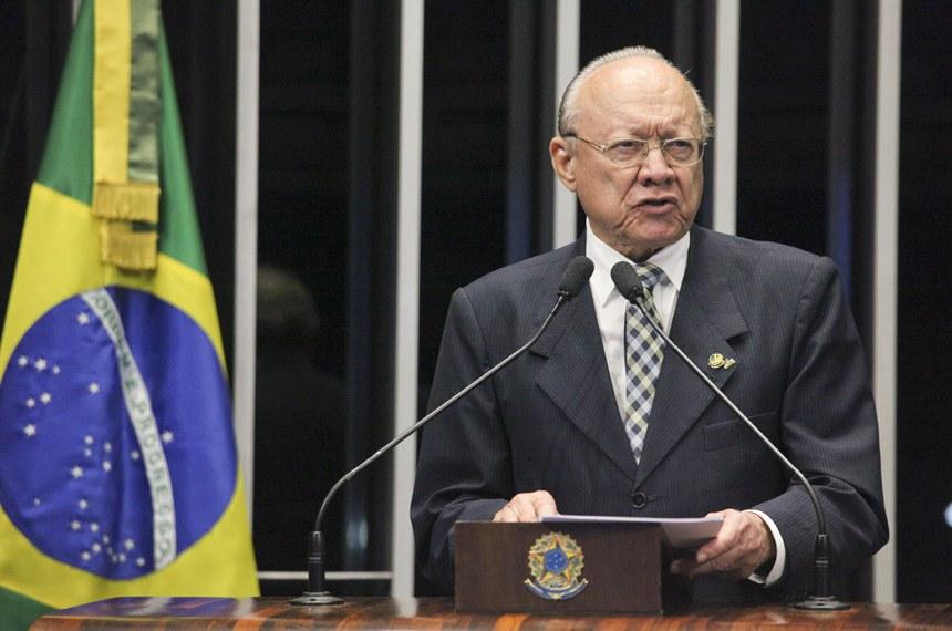 João Alberto Souza homenageia Sarney pelo aniversário