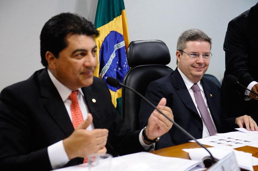 O relator, deputado Manoel Junior, e o presidente da comissão, senador Antonio Anastasia
