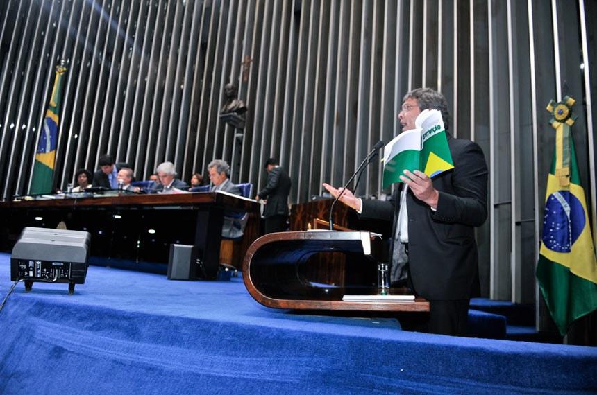 Lindbergh Farias (PT-RJ) foi um dos senadores que se manifestaram contra retomada de fundo para cobrir multa de 40% nos casos de demissão do empregado doméstico sem justa causa