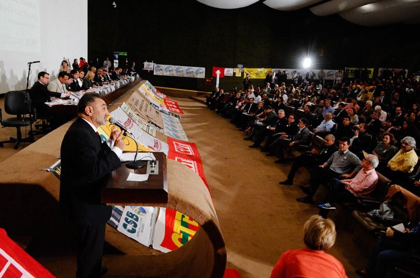"""O senador Telmário Mota (PDT-RR) avalia que """"liberar a terceirização para as atividades-fim é retornar à escravidão"""""""