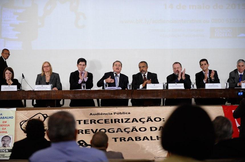 O presidente do Senado Federal, Renan Calheiros, lembrou que na próxima terça-feira a Casa fará uma sessão temática em Plenário sobre o PLC 30/2015 e que o Senado sempre será aberto à sociedade