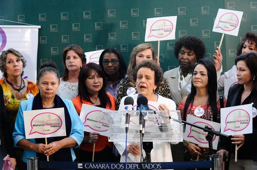 A ministra da Secretaria de Políticas para as Mulheres (SPM), Eleonora Menicucci, confirmou o apoio do governo à criação de cotas de gênero na política