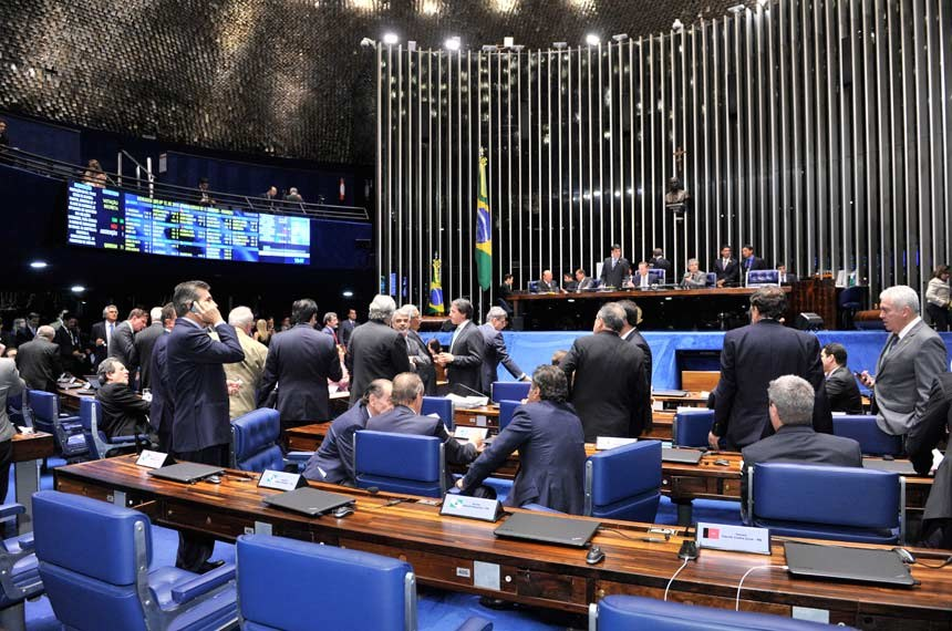 Plenário do Senado reunido no último dia 19