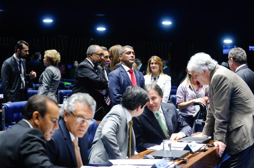 Os senadores Paulo Paim e Romário, ao centro, foram protagonistas na tramitação da proposta