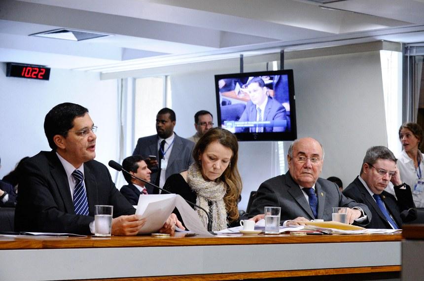 Ferraço (à esquerda) foi o autor do substitutivo aprovado