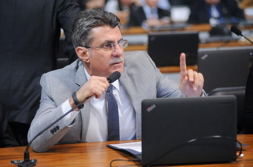 Romero Jucá se preocupou em deixar claro que a proposta não deverá punir injustamente as pessoas que carregam armas brancas para fins lícitos, como para uso em arte ou ofício