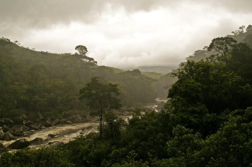 Trecho do rio São Francisco, ainda em Minas Gerais, com matas ciliares preservadas
